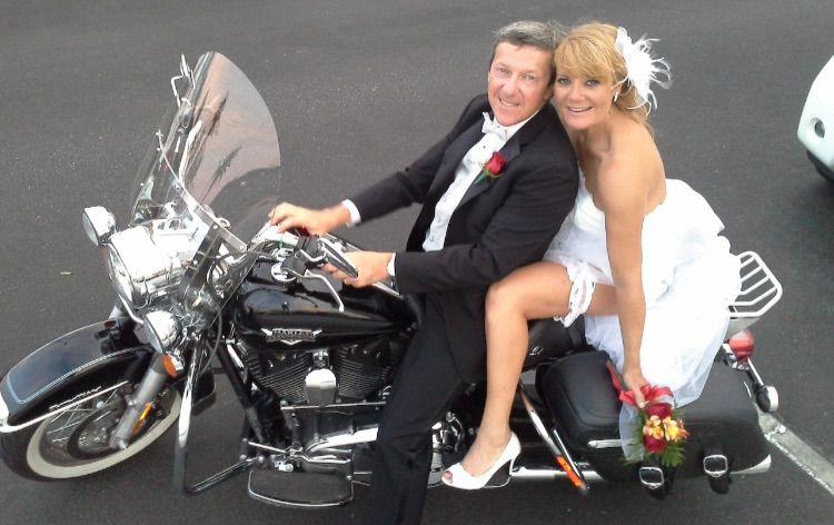 nous pouvons organiser tout type de mariage las vegas que ce soit en limousine avec la cadillac rose delvis avec elvis chantant quelques chansons - Renouvellement Voeux Mariage Las Vegas